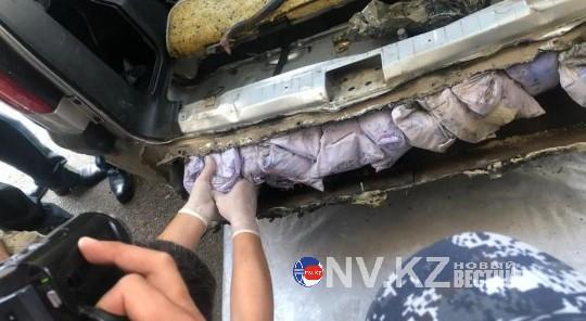 Иностранец пытался провезти через Казахстан 12 кг героина
