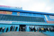 У закрытых дверей бизнес-центра «Казахстан» арендаторы офисов простояли почти час, в здание их не пускала охрана.